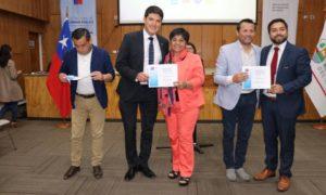 Alcaldesa Sandra Valenzuela recibe Fondo Nacional de Seguridad Pública 2019, postulado por el Municipio para la adquisición de dos camionetas, que permitan mayor pratrullaje y prevención de delitos y violencia de nuestra comuna.